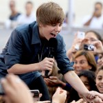 Justin Bieber takes White House tour Taylor Swift screaming fans all in his stride