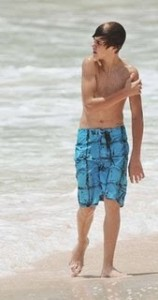 August-19th-At-The-Beach-In-Barbados-justin-bieber-14874541-210-398